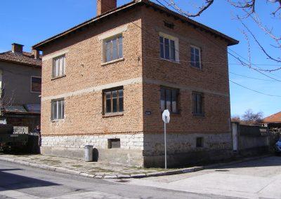 Преустройство и реконструкция на съществуваща жилищна сграда и допълващо застрояване – гараж на сграда гр. Добринище